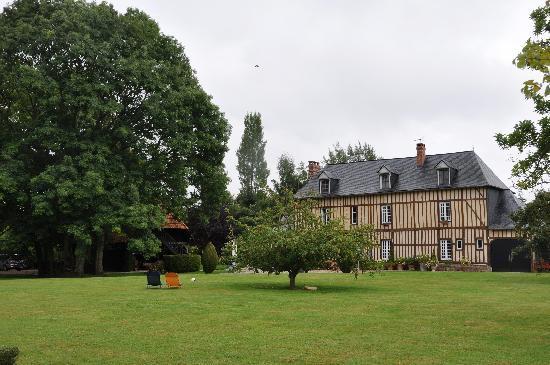 Clos Masure Hotel de Campagne : la casa principale vista dal parco