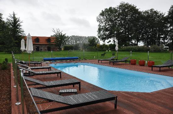 Clos Masure Hotel de Campagne : la piscina