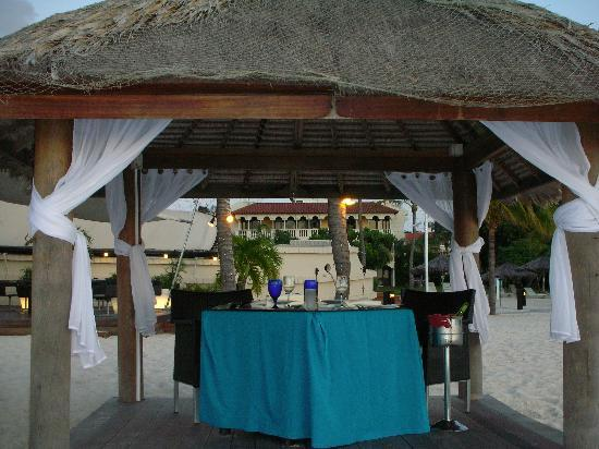Bucuti & Tara Beach Resort Aruba: Dinner on the Beach!
