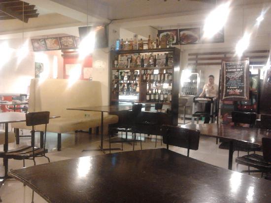 Ocho Seafood Grill: Main dining area