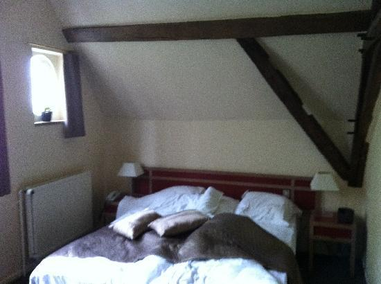 Adornes: beamed room