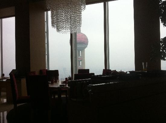 เดอะ ริทซ์ คาร์ลตัน เซี่ยงไฮ้ ผูตง: eine Restaurant Szene