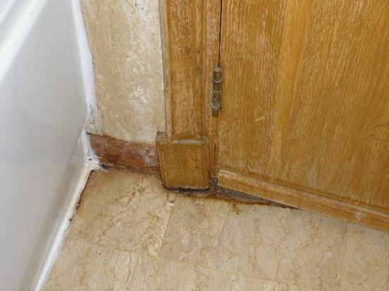 Movenpick Resort Hurghada: Moisissure dans salle de bain