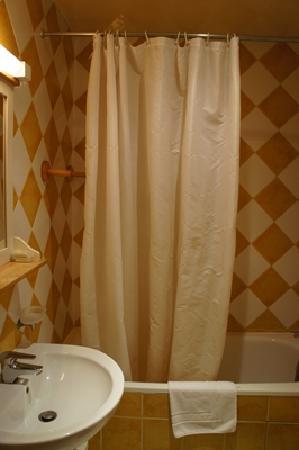 Hotel du Nord - Le Pari Vélo: 明亮的浴室