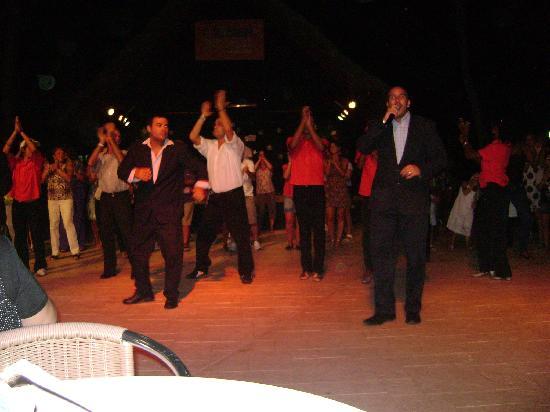 Be Live Experience Las Morlas: 1st night Cuban Entertainment great music & dancing.
