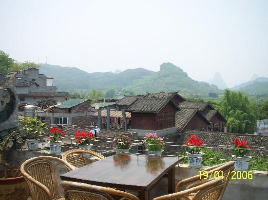 Luna Cafe Yangshuo: Outdoor seats 1