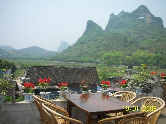 Luna Cafe Yangshuo: Outdoor seats 2