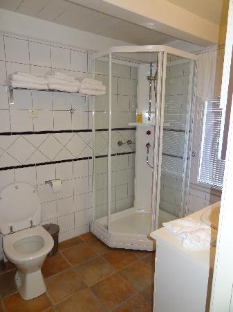 Det Lille Hotel: salle de douche