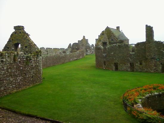 Dunnottar Castle: Some ruins