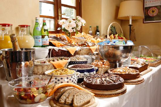 Monsignor Della Casa Country Resort: Breakfast buffet