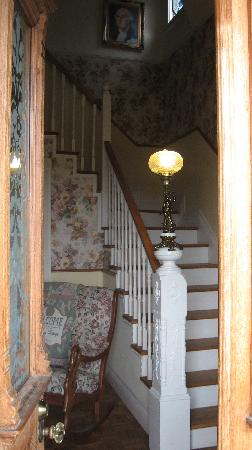 Tayberry Victorian Cottage B&B: Walking in the front door is very welcoming.