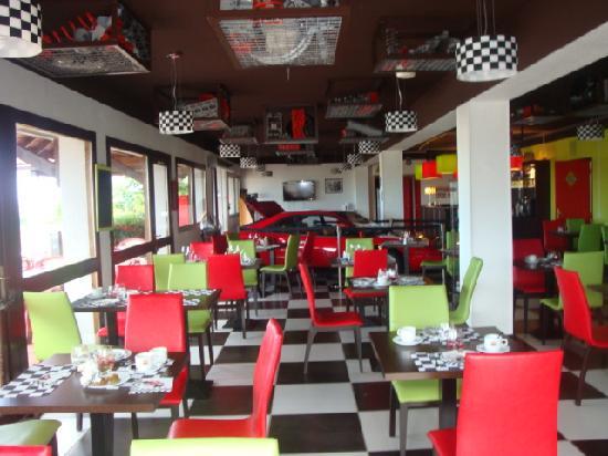 Kyriad Design Enzo Montlucon: restaurant