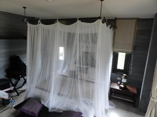 อนันตรา ลาวาน่า รีสอร์ท แอนด์ สปา: 蚊帳を降ろすとこんな感じです