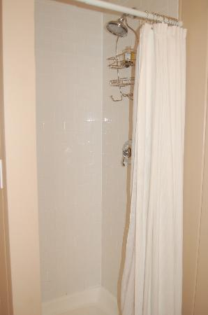 The Cottages at Cabot Cove: Tiny, tiny Shower