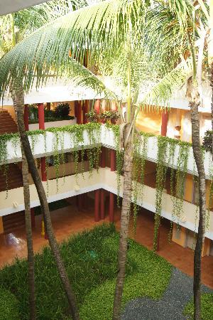 Iberostar Dominicana Hotel: Innenhof des Hotels