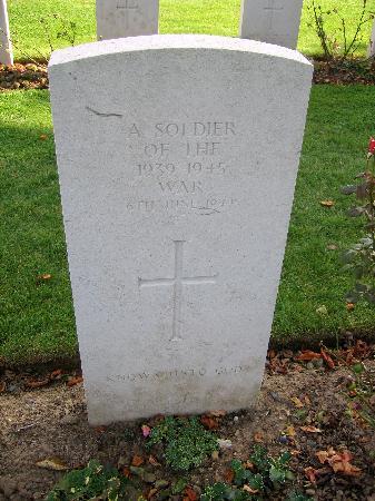 British War Cemetery: Gravestone