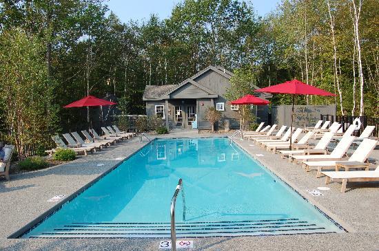 Hidden Pond: Pool Area
