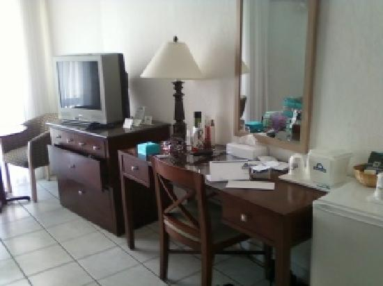 Days Hotel by Wyndham Thunderbird Beach Resort: Room