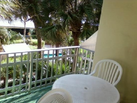 Days Hotel by Wyndham Thunderbird Beach Resort: balcony