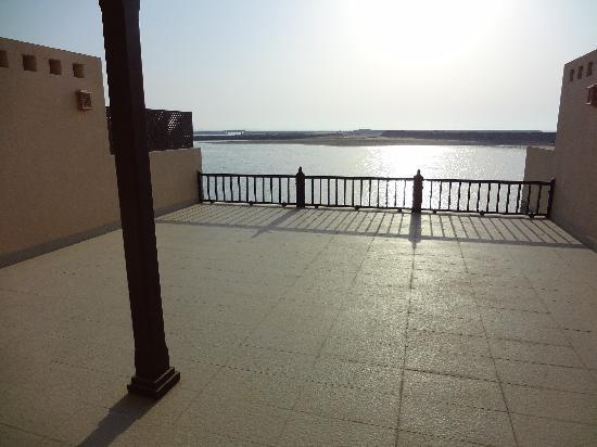 เดอะโคพโรทาน่ารีสอร์ท รอส อัลคอยมาห์: Terrace from one bed room villa
