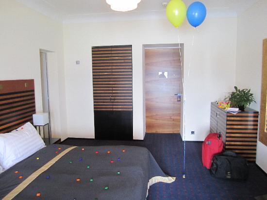 โรงแรมอาร์ทเดโก มอนทาน่าลูเซิร์น: hübsch dekoriertes Zimmer