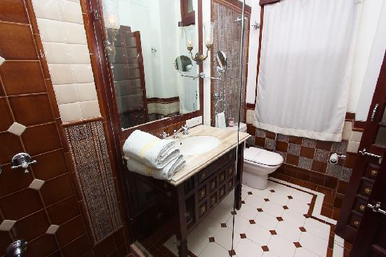 โรงแรมเพิร์ลพาเลซ: bathroom