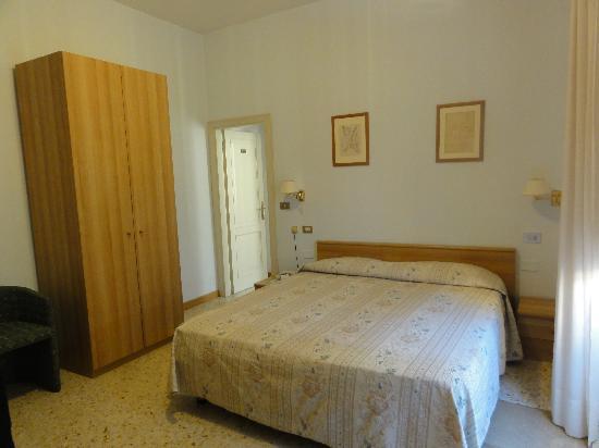 Hotel Minerva: large room