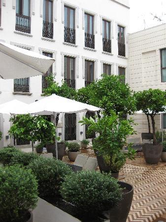 Hotel Palacio de Villapanes: Rooms overlooking Courtyard