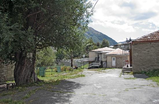 Rhezo Guest House: The cortyard