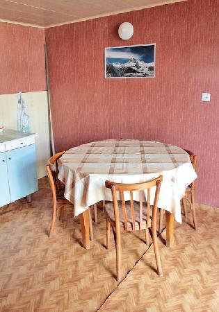 Rhezo Guest House: Guest kitchen