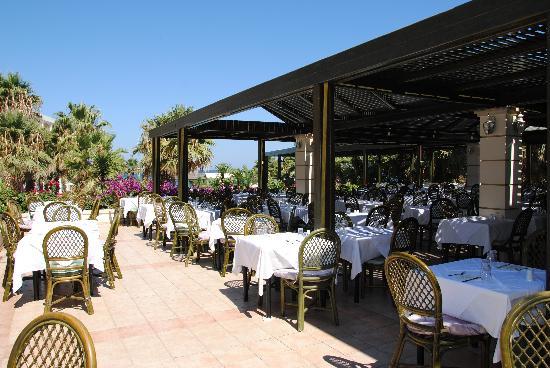 Rethymno Palace: Restaurant extérieur