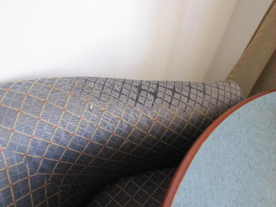 โรงแรมเดอะมาร์คบริสเบน: furniture needs replacing
