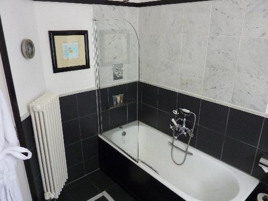 โรงแรม เดอ สก็อตส์แมน: Bathroom