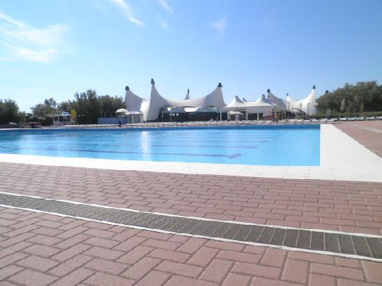 Isamar Holiday Village: piscina olimpionica