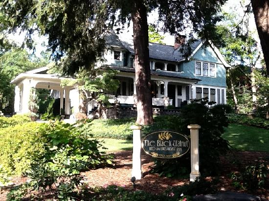Black Walnut Bed and Breakfast Inn: The Black Walnut B&B