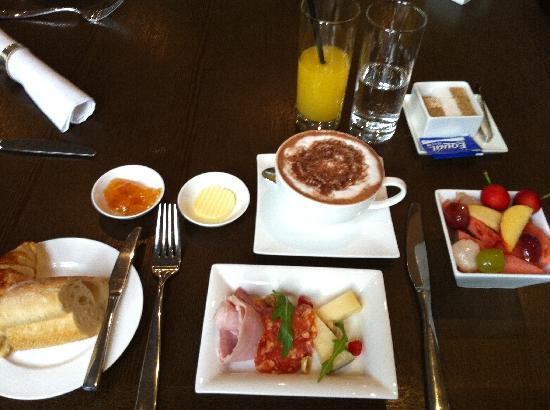 Geruisi Art Hotel: petit dejeuner
