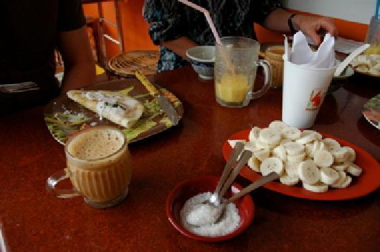 ซาจโฮม: Breakfast at Sajhome