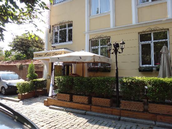 Ottoman Hotel Imperial: hotel entrance