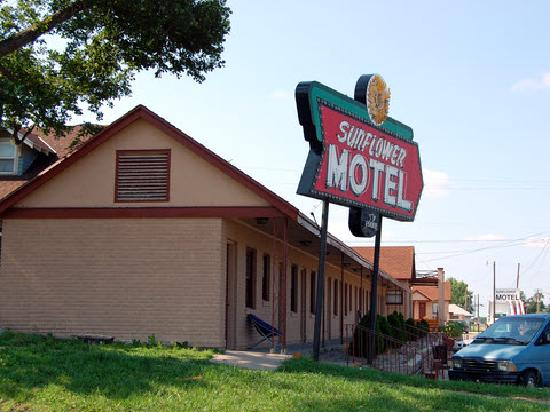 Hiawatha, Κάνσας: Sunflower Motel - June, 2011