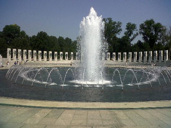 อนุสรณ์สงครามโลกครั้งที่ 2: Waterfall at memorial