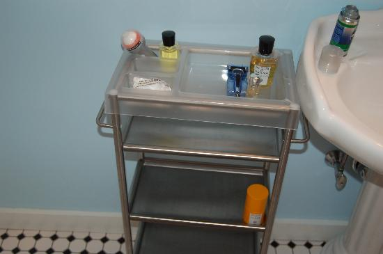 Relais & Chateaux Camden Harbour Inn: cheap plastic trolley in Bathroom