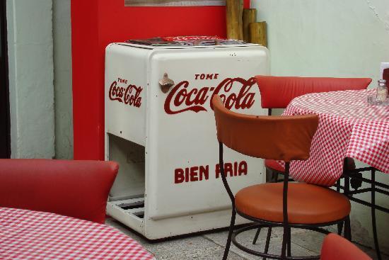 Cafe Bar 1886: Spanish version of antique memorabilia