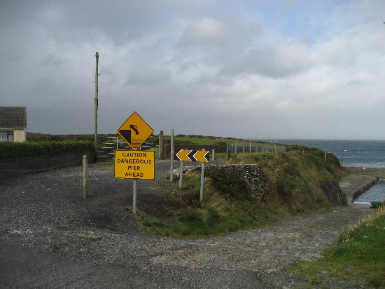 Aughris Cliff Walk: The start of the path, with the bungalow on the left, the slipway on the right