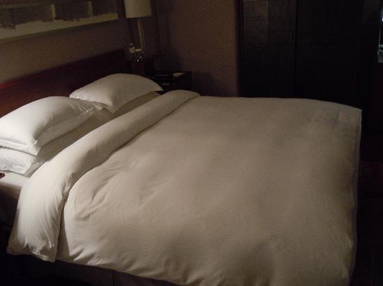 เลส์ สวีท โอเรียนท์ บันด์: Luxurious Bedroom.