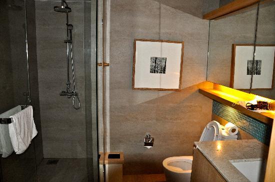 X2 Vibe Phuket Patong (Former Nap Patong): bathroom