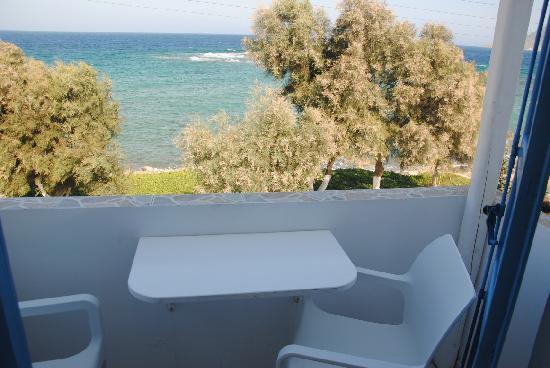 Niki Savvas Studios & Suites: Vista desde los balcones