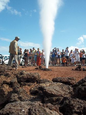 Timanfaya National Park: The geyser that is very impressive