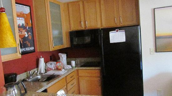 Residence Inn Glenwood Springs: Thoughtfully stocked Kitchen