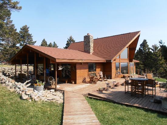 Bonanza Creek Guest Ranch: The main lodge