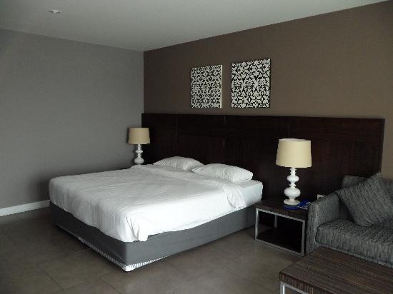 โรงแรมซีมีสปริง: large bed